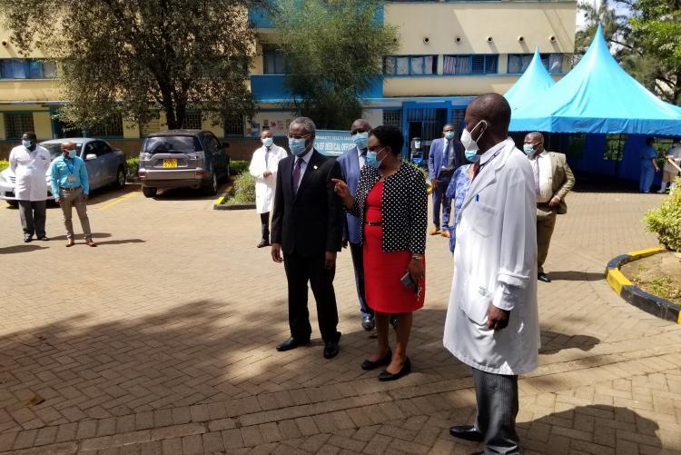 Vice Chancellor visits patient waiting Area